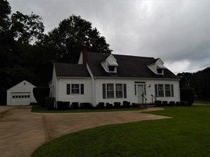 TN. COLONIAL STYLE HOME, 4 BED-2 BATH, CHARM & CHARACTER!!