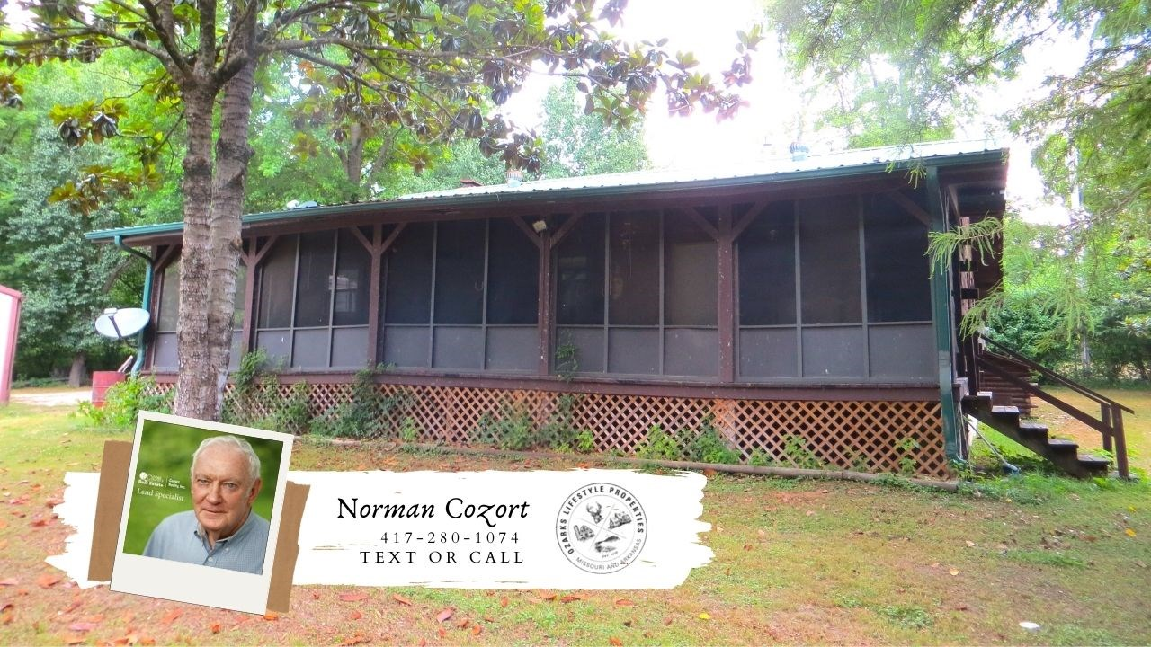 Riverfront Log Home in Mammoth Springs, Arkansas