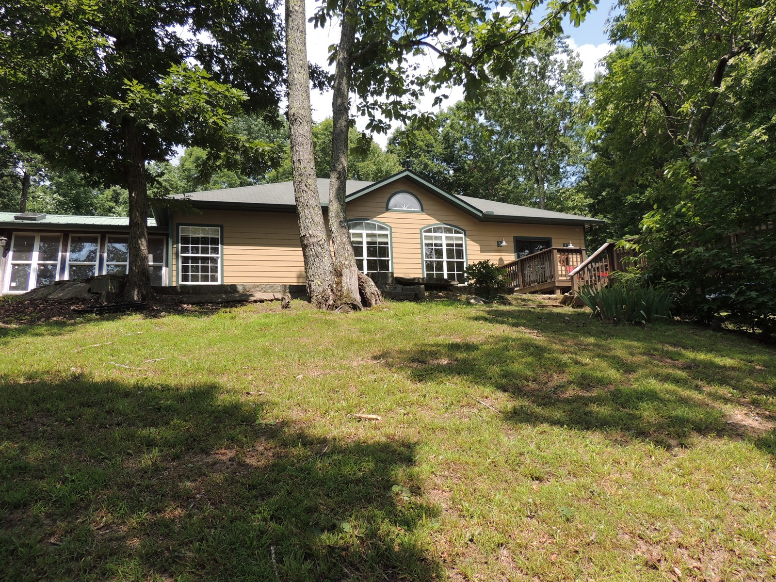 HOME WITH ACREAGE & CREEK FOR SALE IN TN