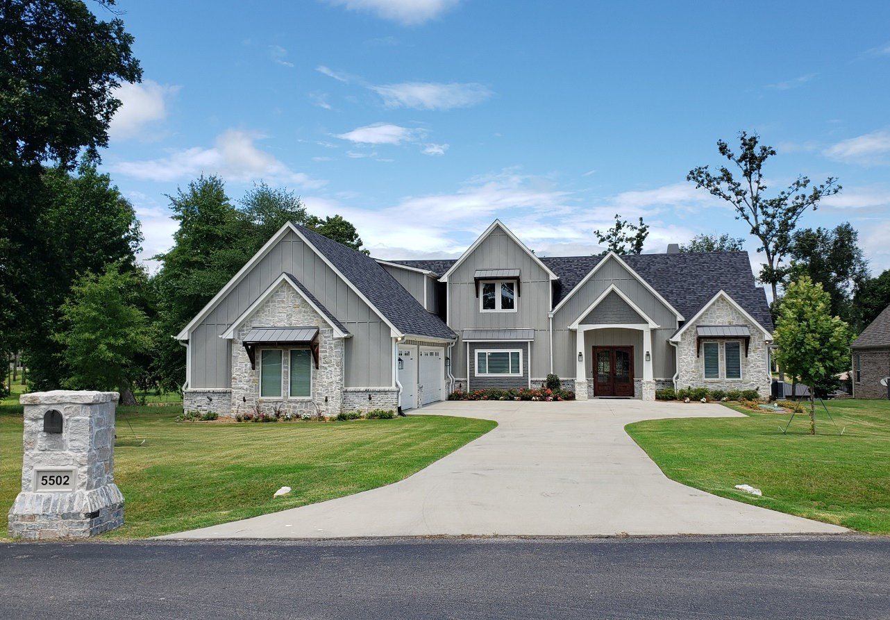 GORGEOUS WATERFRONT HOME FOR SALE ON LAKE PALESTINE