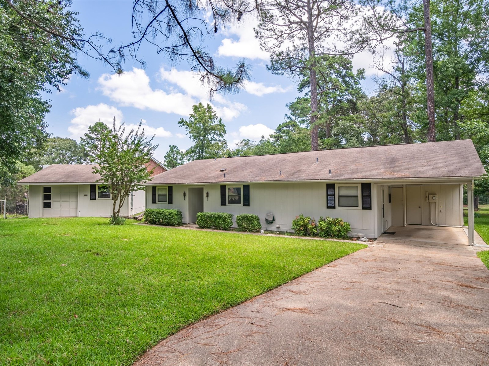GOLF COURSE HOME HOLLY LAKE RANCH TEXAS - GATED COMMUNITY