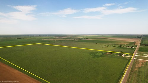 Homesite with Land on Paved Frontage in Texas