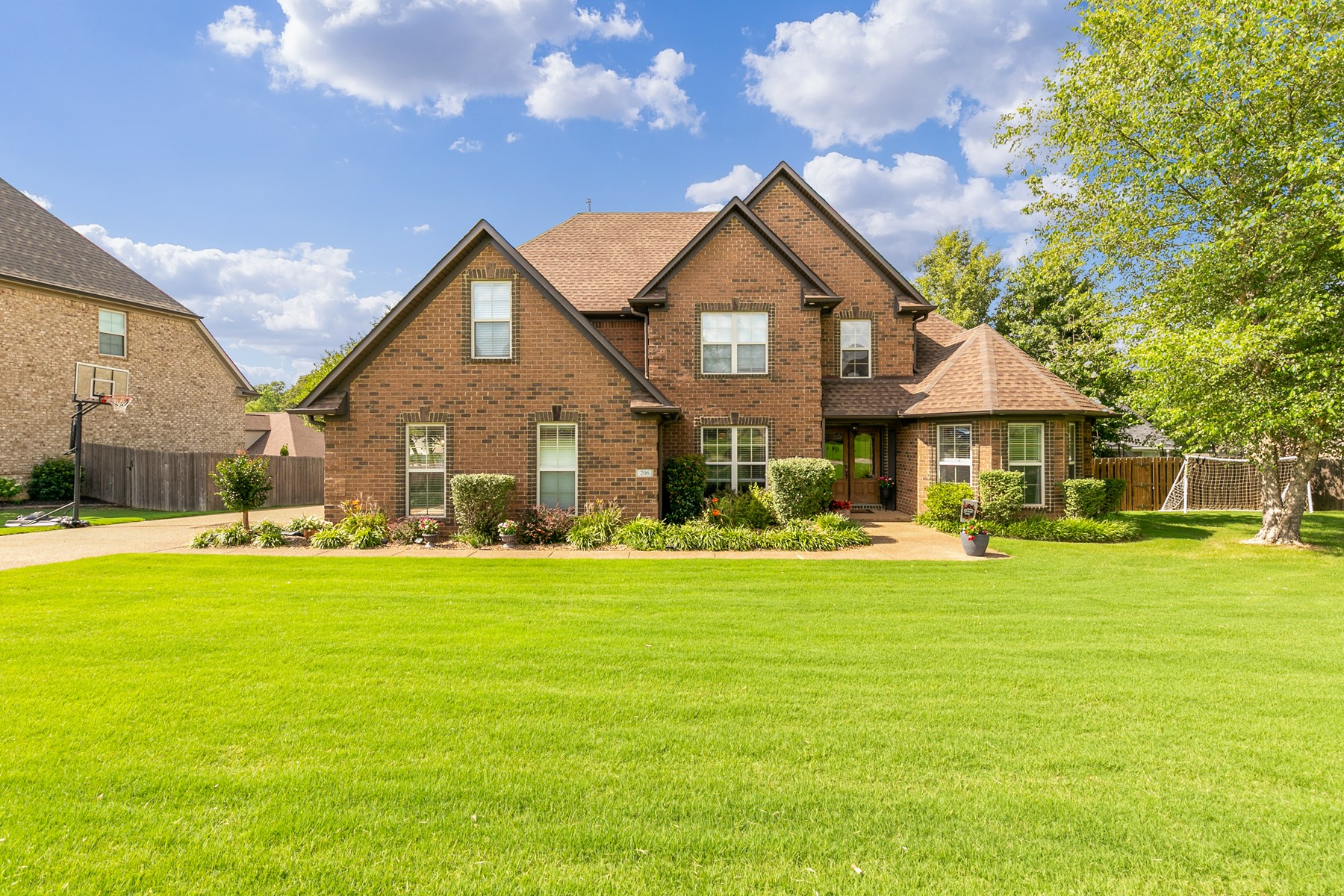 Beautiful Home For Sale Medina, TN 5 Bedrooms with Workshop