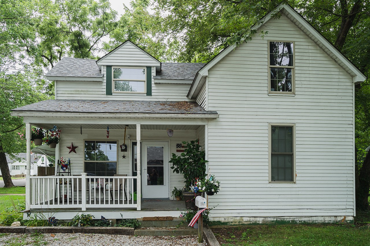Home for Sale in Southern Missouri Small Town!
