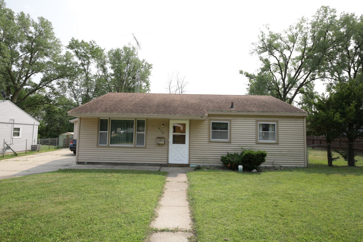 Well Maintained Bungalow in a Great Neighborhood Portage WI