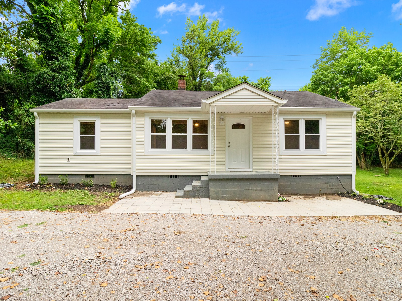 Country Renovated Home for Sale in Maury County, Tennessee