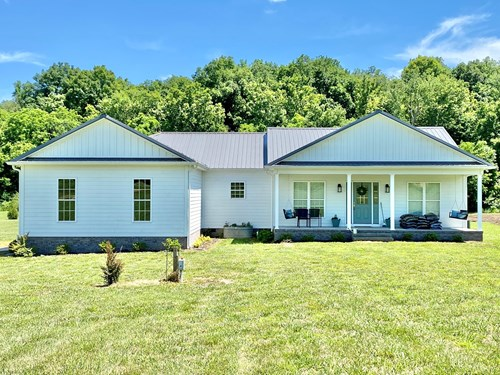 Modern Country Farm House for Sale in Hampshire, Tennessee