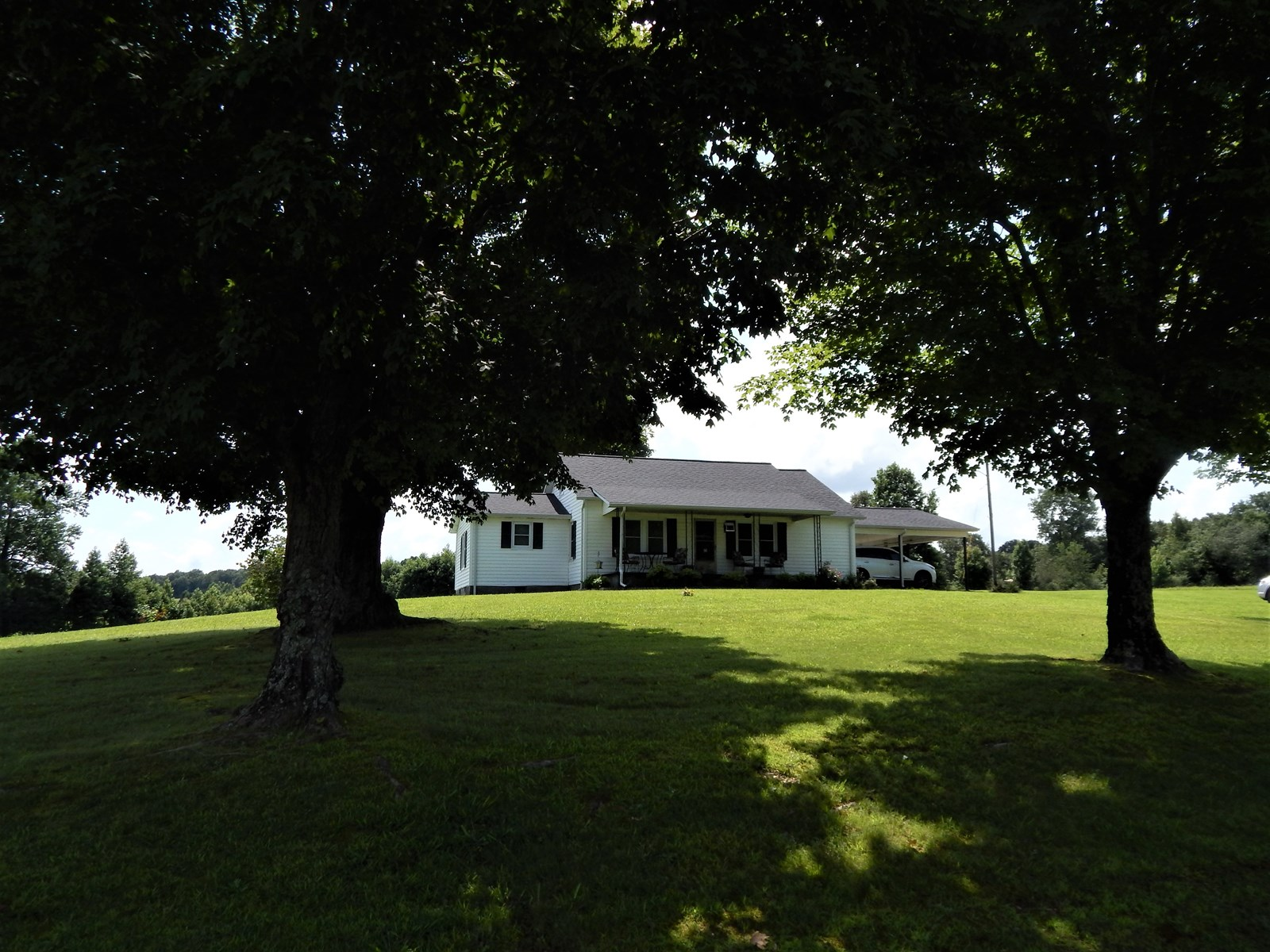 COUNTRY HOME IN TENNESSEE 3 BED, 2 BATH ON 1 ACRE!