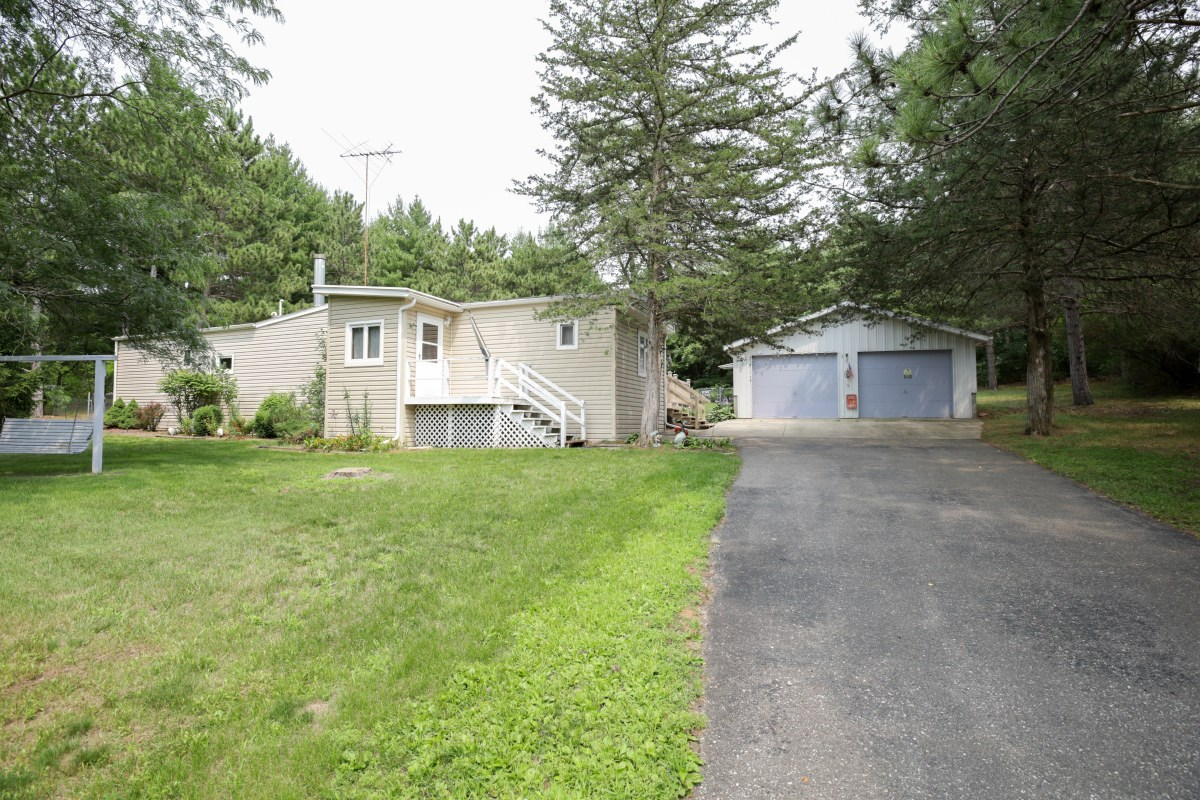 2-3 bedroom only blocks from Lake Mason Briggsville WI