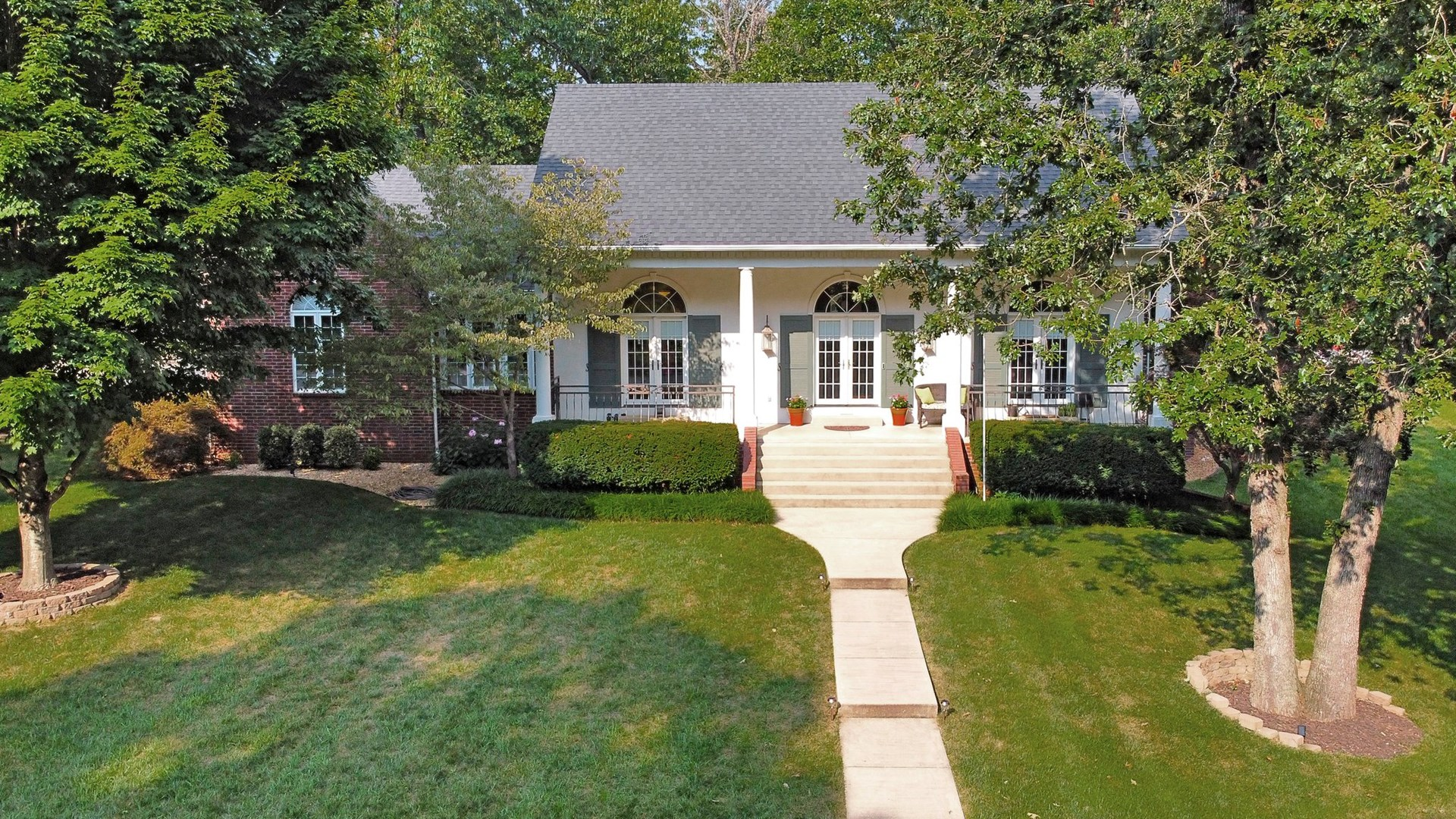 Contemporary Colonial Home for Sale in West Plains, MO