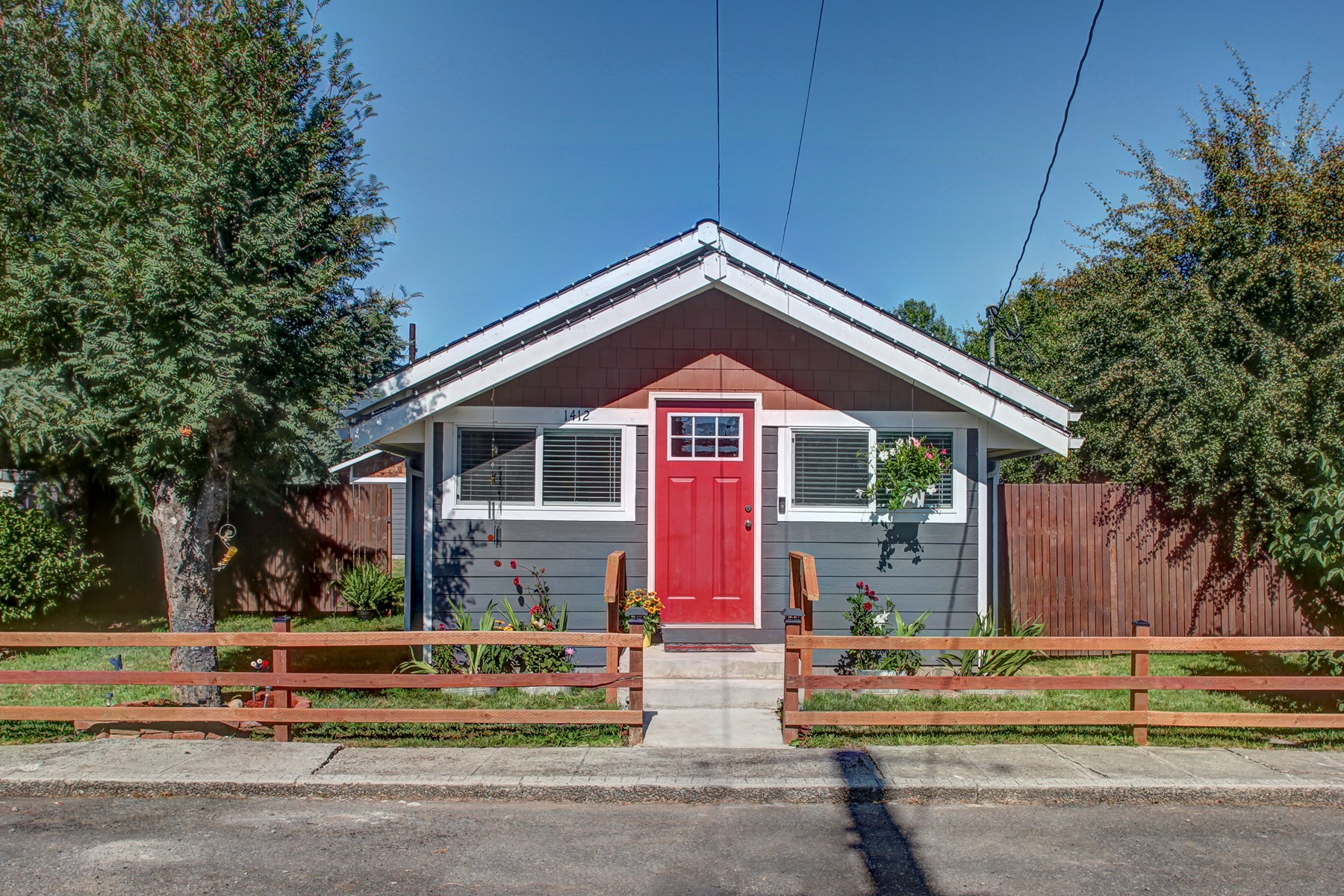 Immaculate Centralia Home - 2 or 3 Bedroom