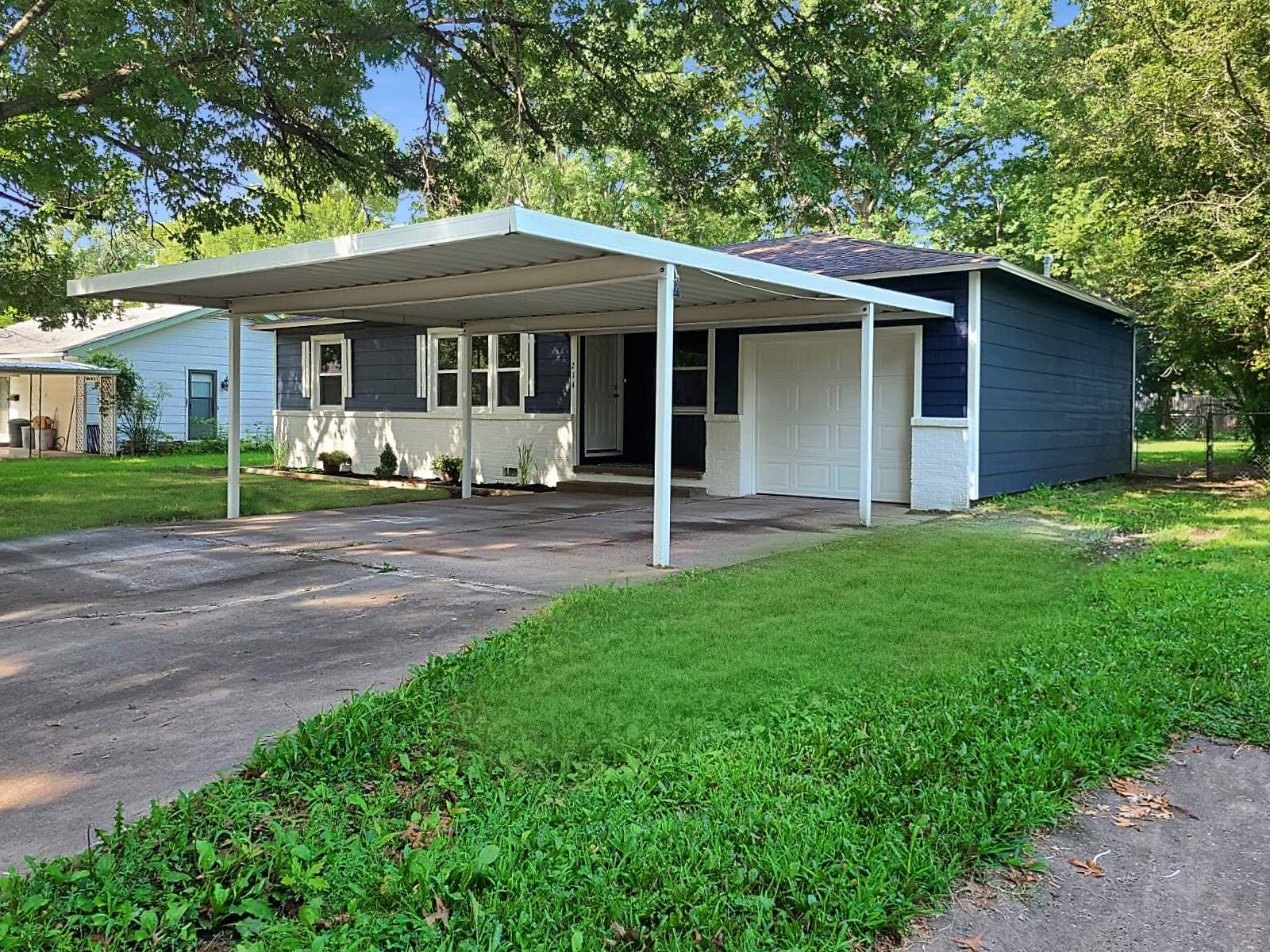 Beautiful Home in Town For Sale in Pryor, Oklahoma