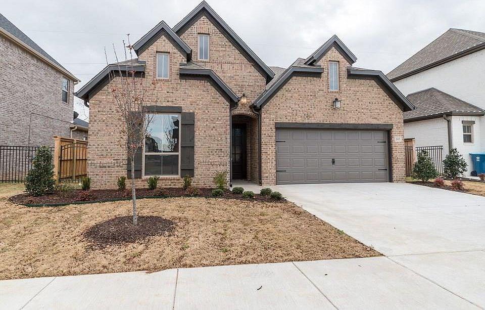 Luxury Home in Town in Bentonville, AR