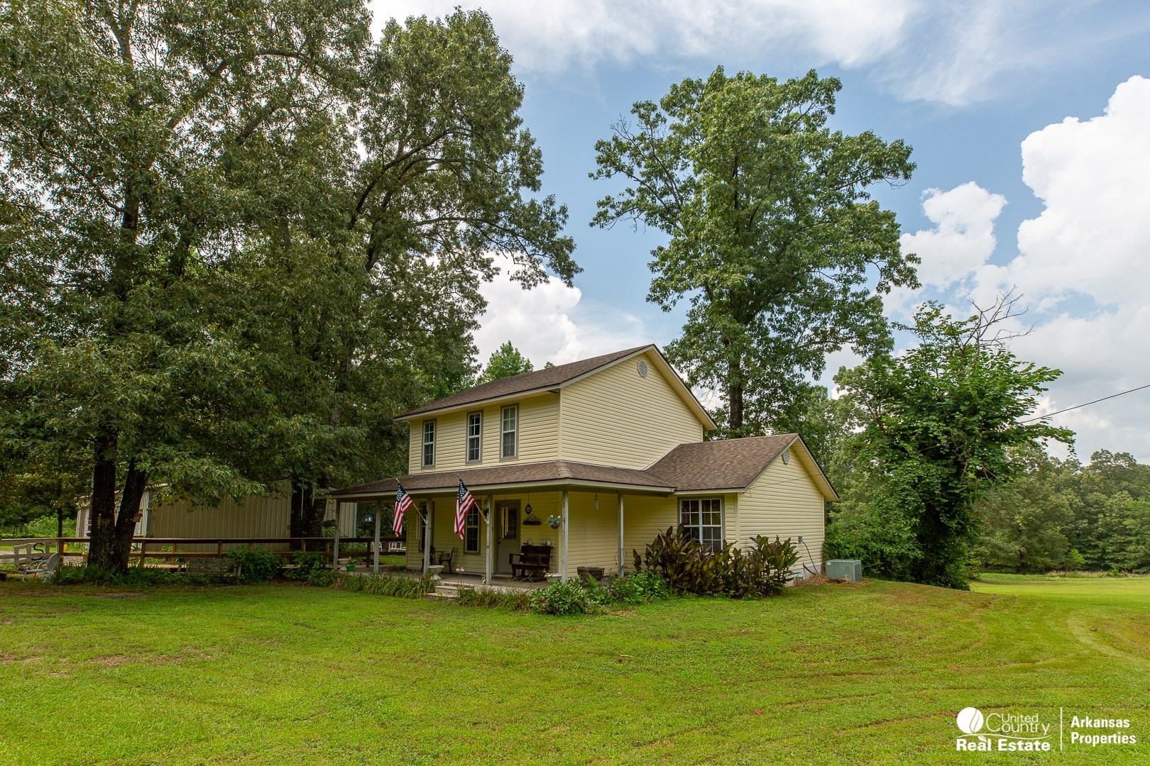 Charming 2 story country home near Mena