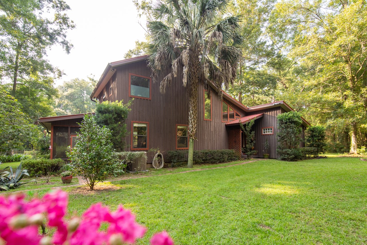 ARCHITECTURALLY INTERESTING NORTH FLORIDA HOME ON 11.3  Acre