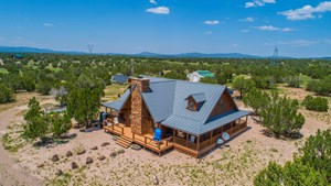 AVAILABLE ARIZONA LOG HOME, OFF GRID, PRIVATE WELL FOR SALE
