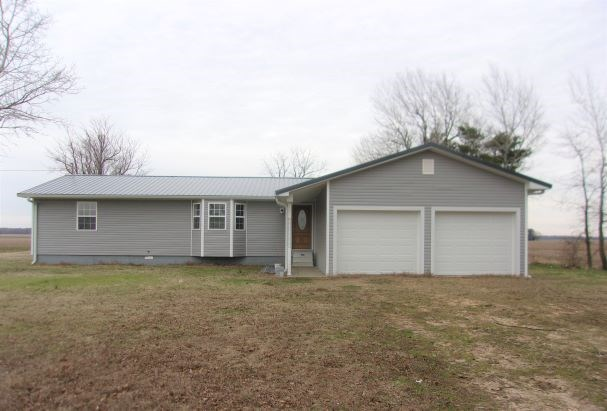Country home for sale 1.14 Acres, 3 bed, 2 bath, garage