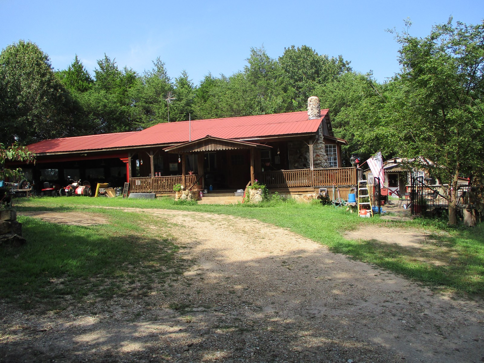 Beautiful Wood Cabin Style home in Secluded area!
