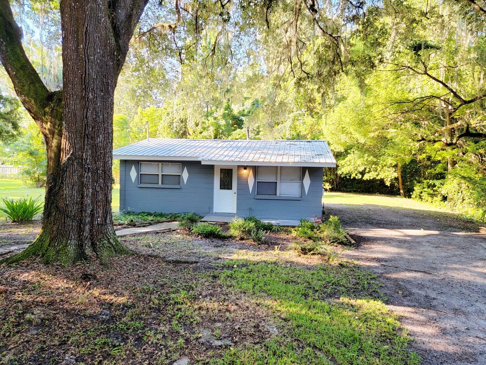 CUTE HOME IN HISTORIC MICANOPY FLORIDA!