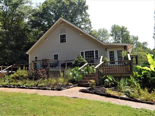 TN. COUNTRY HOME, 5 BED-4.5 BATH, 7+ AC W/STREAM & POOL!