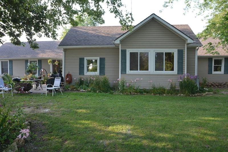 Farmhouse living on small acreage in Auxvasse, Missouri
