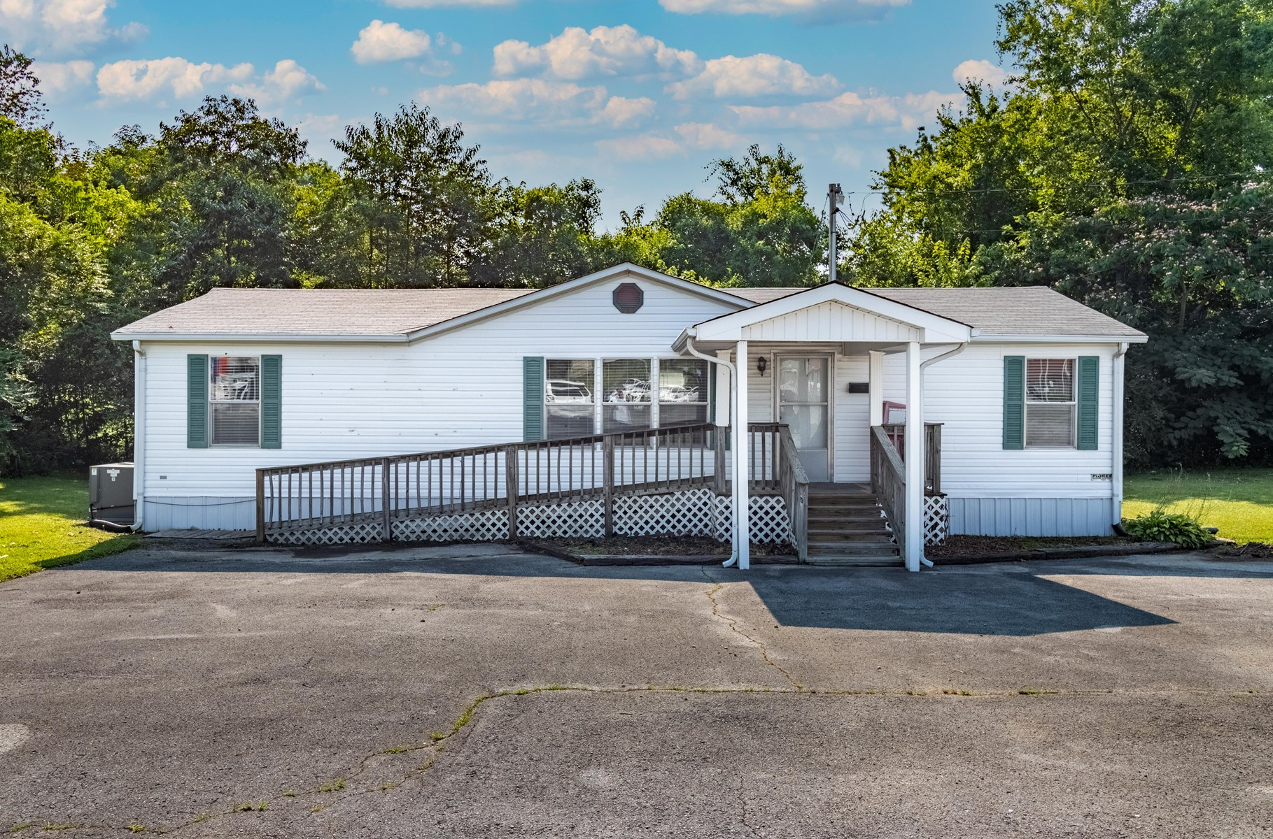 Commercial Building & Lot for Sale in Hohenwald, Tennessee