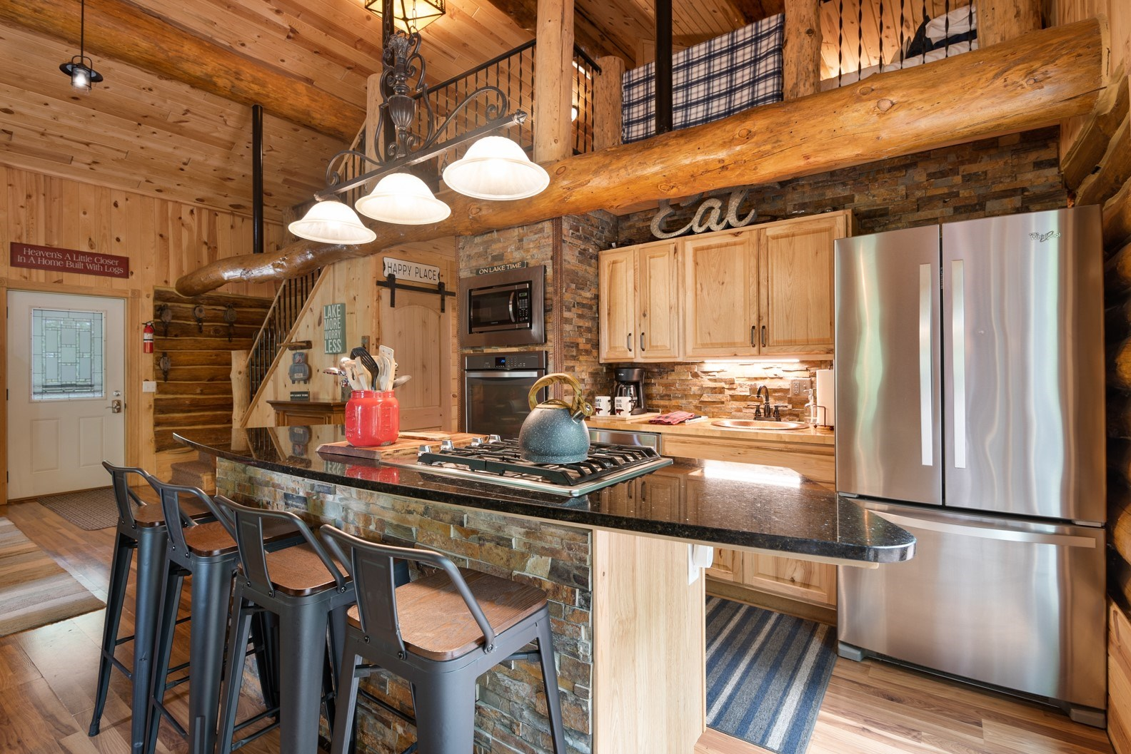 Beautiful 2BR/2BA Log Home with lake View, Great investment