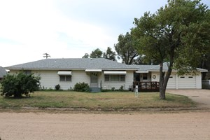 HOME FOR SALE IN PROTECTION, KS.