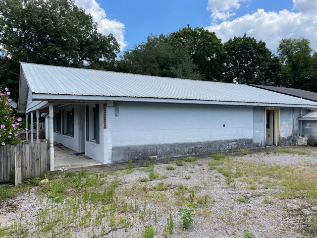 Residential/commercial building for sale near Scottsville,Ky