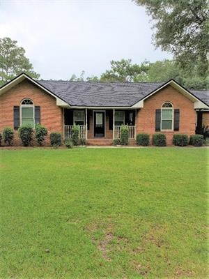 Pool home on over 2 acres, fully furnished!