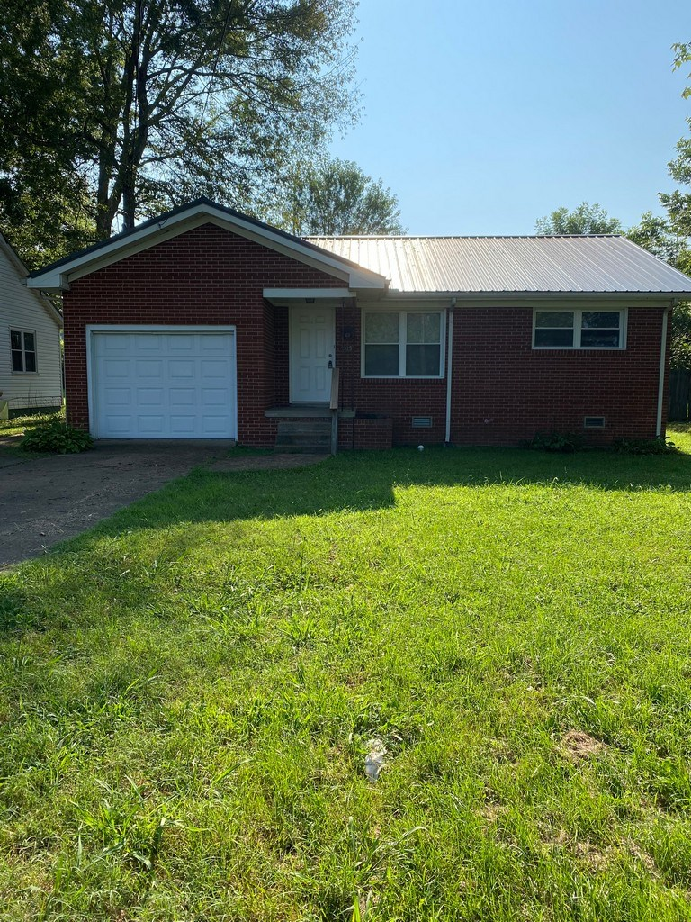 Single Family Home in Town for Sale in, Hohenwald, Tennessee