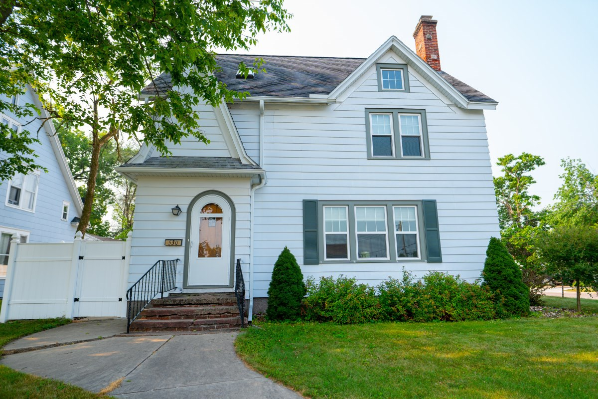 Beautiful Colonial Home in Portage Wisconsin