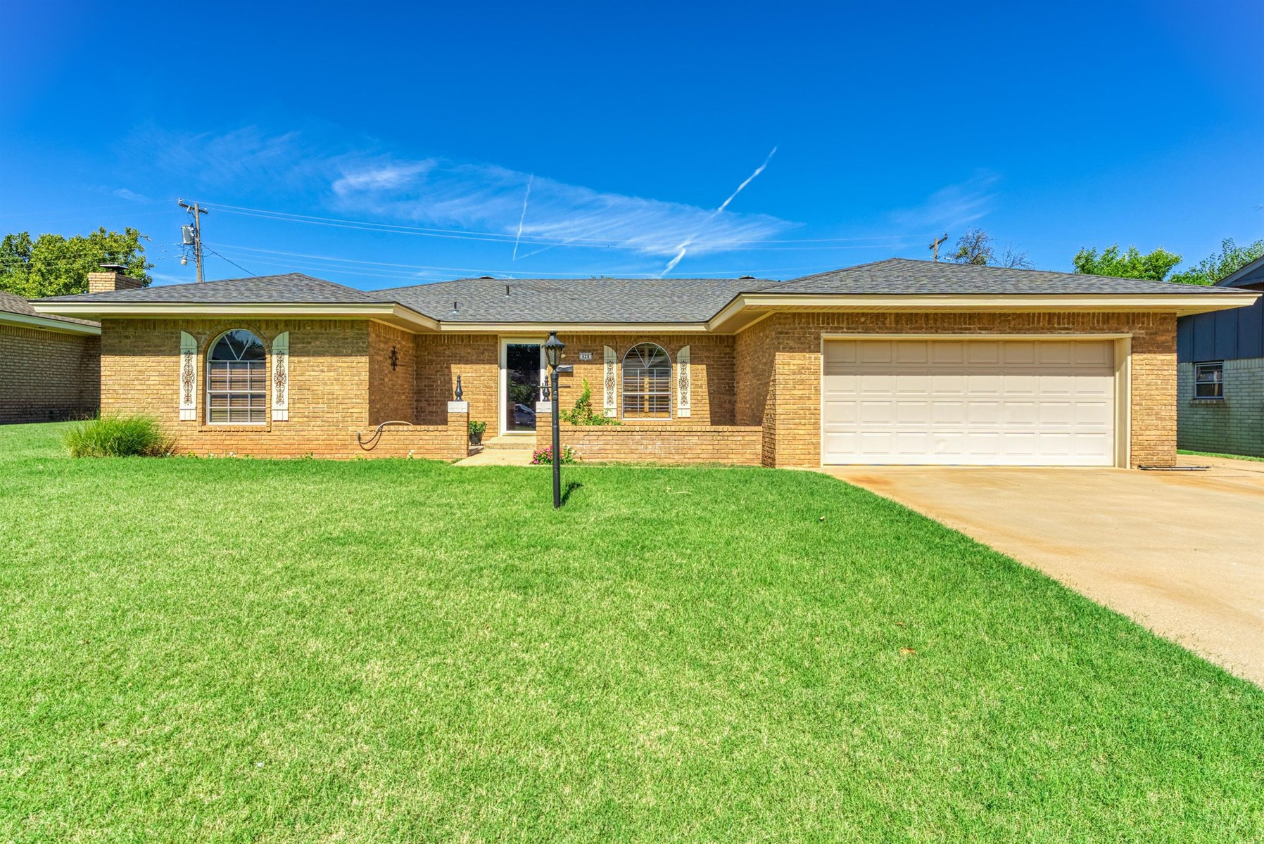 Custer County Home for Sale, Clinton OK