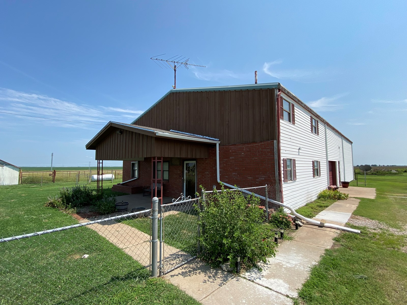 Country Living Just Minutes from Kaw Lake