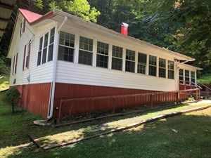 BEAUTIFUL COTTAGE FOR SALE IN WHITETOP VA
