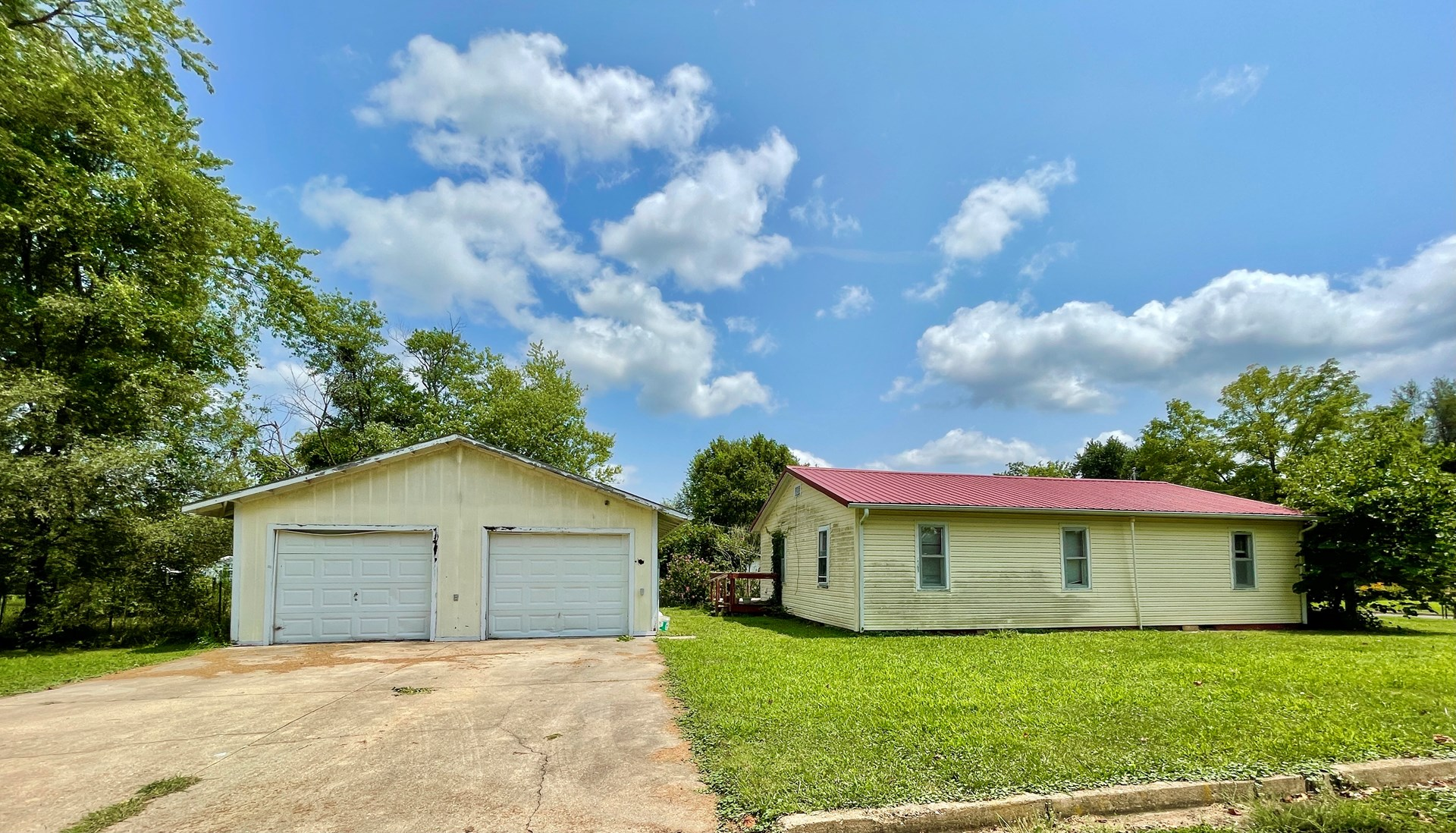 Home in Town for Sale - Mountain Grove, MO
