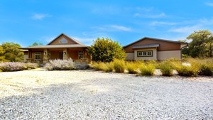 STAND ALONE ACREAGE WITH NO COVENANTS!