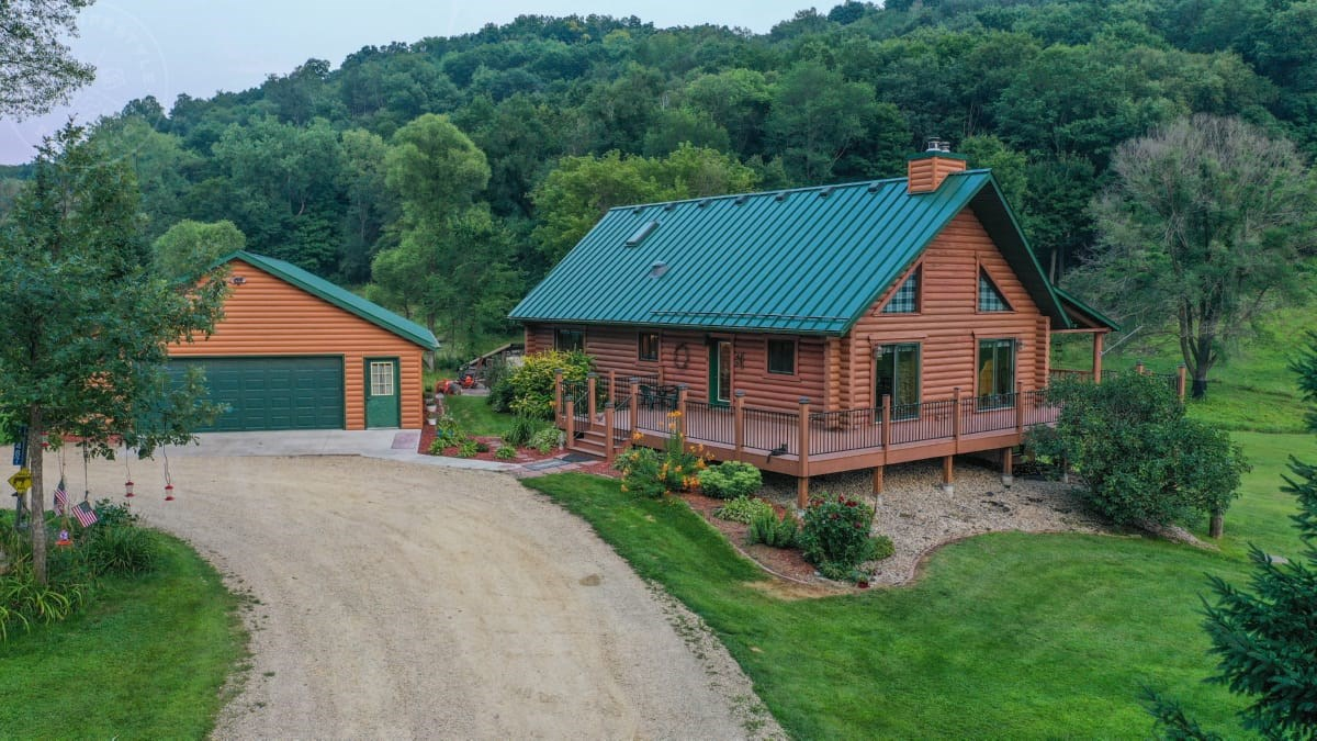 Log Home on Dead-End Road for Sale in Richland County, Wisc