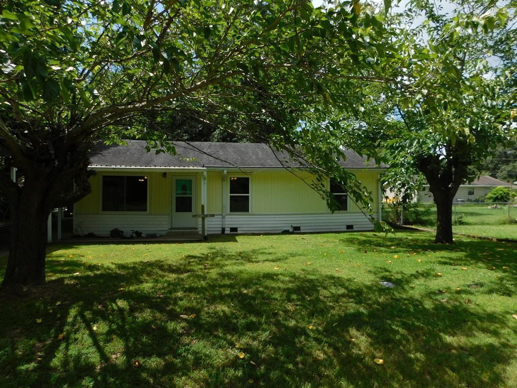 UPDATED COUNTRY HOME FOR SALE IN FRANKSTON TX | EAST TX