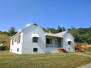 SWEET COUNTRY HOME FOR SALE IN COPPER HILL VA!