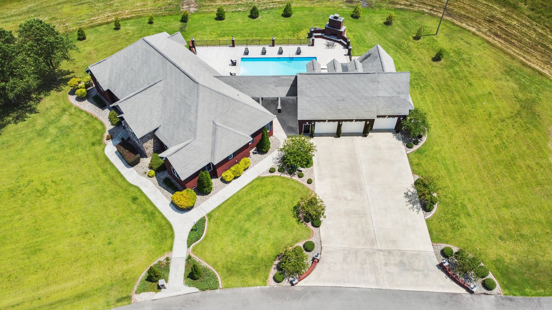 Executive home extraordinaire! 4BR 3BA in Pink Hill, NC