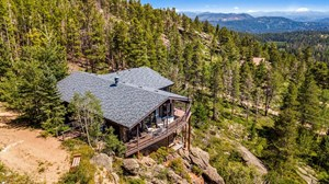 STUNNING VIEWS FROM THIS MOUNTAIN HOME