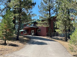 4 BED/ 2.5 BATHS 2220 SQ.FT HOME IN THE WOODS. VERY NICE LOC