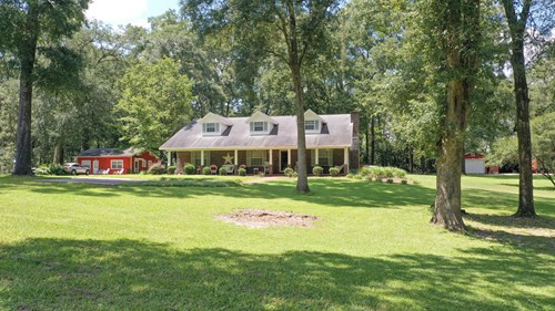 BEAUTIFUL COUNTRY HOME WITH A GUEST HOUSE!