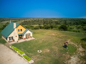 CATTLE RANCH & HUNTING PROPERTY  WITH HOME  ACREAGE FOR SALE