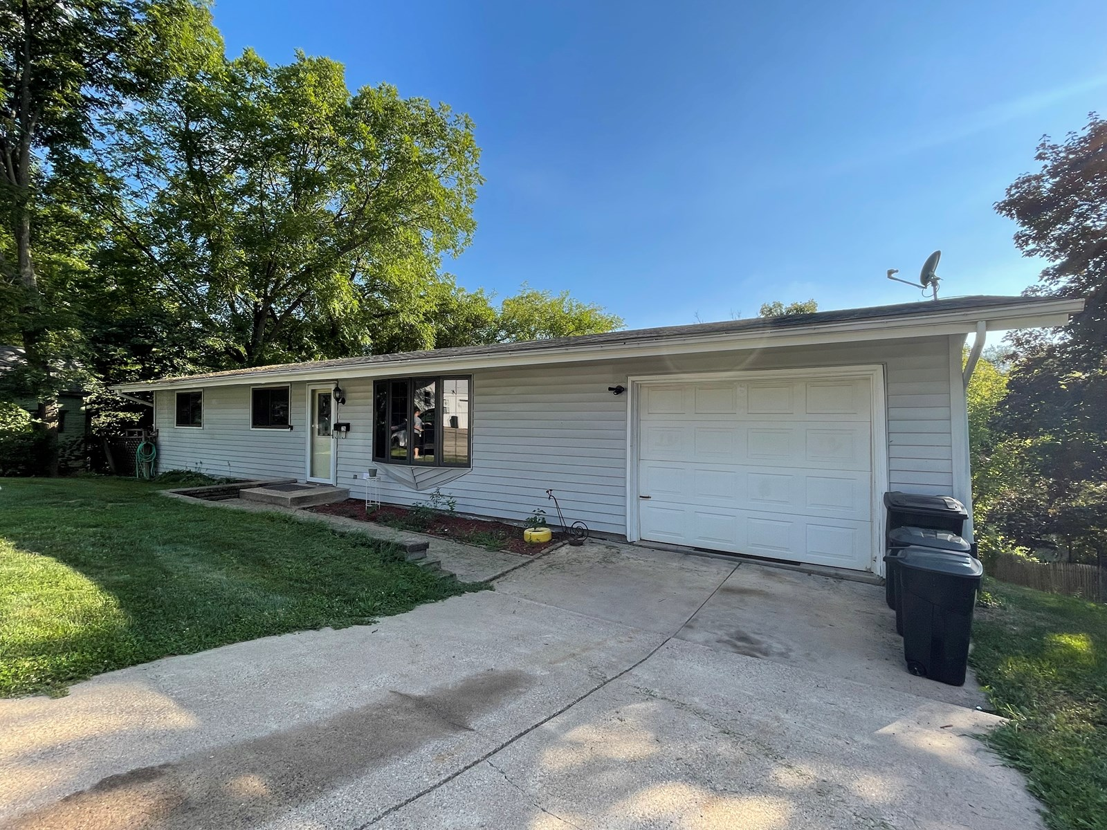 Ranch style home with garage