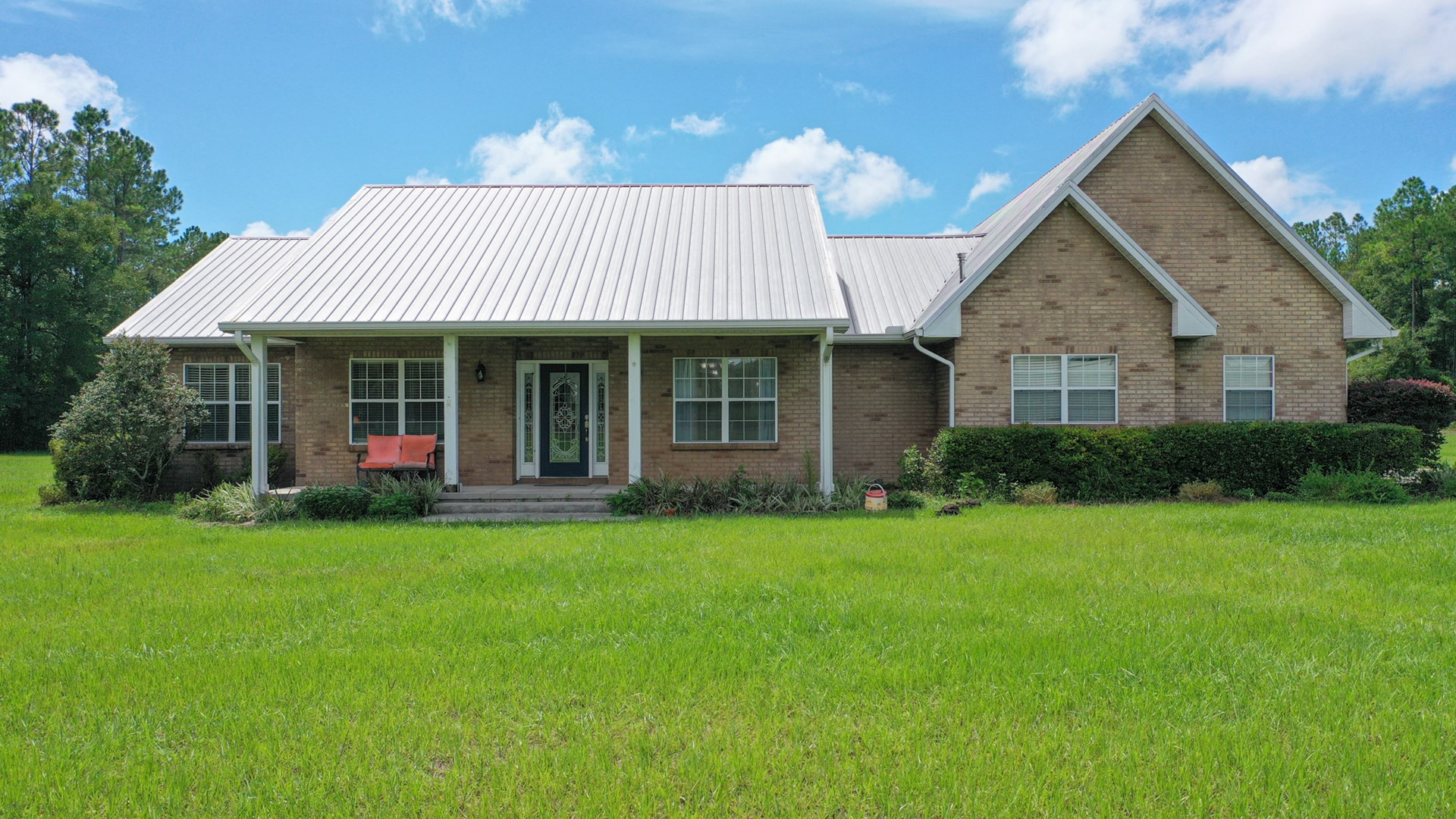 Come check out this beautiful 2200 square foot 3 bedroom!