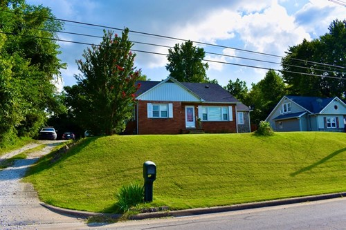 4BR, 3Bath home on hill in Tell City, Perry County Indiana