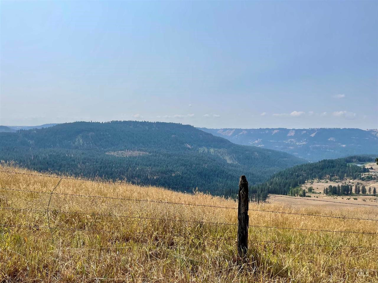 20 Acres with AMAZING views and ready for your animals