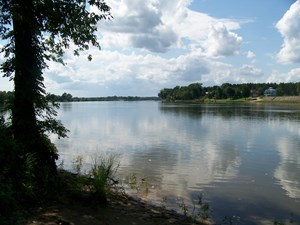 AFFORDABLE WATERFRONT LOT FOR SALE ON TN RIVER